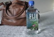 Eau fiji provient d'une nappe artésienne située sous la glace norvégienne